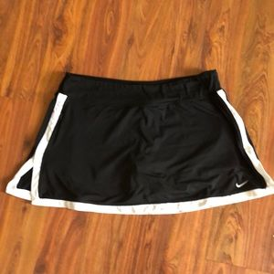 Nike Dryfit Black and white sport size L